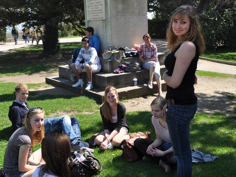 international student in excursion Avignon